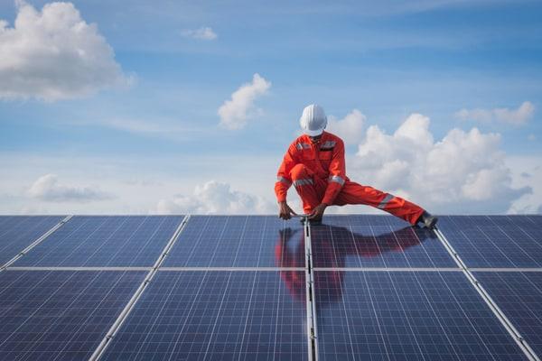 Saker att tänka på inför installation av solpaneler i Stockholm